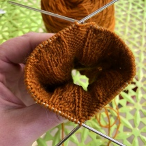 The squish! The flexibility here is nice, and allows manipulation to fit your particular project holding knitting style.
